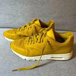 3/$25 NIKE AIR MAX Mustard Shoes